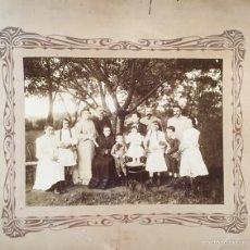 Fotografía antigua: FOTOGRAFIA ARGENTINA 34,5 X 26,5 1904 FAMILIA BUENOS AIRES FOTOGRAFO F. GOMEZ ESQUINA INFERIOR ROTA. Lote 58278724