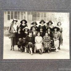 Fotografía antigua: RIVERA 21X25,5 MUCHACHAS JOVENES AMIGAS 1910 PROFESORAS ESTUDIANTE INSTITUTO POSANDO. Lote 58541073