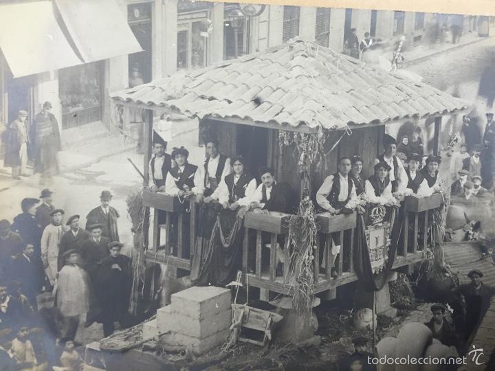 Fotografía antigua: foto albumina falla carroza asturias horreo horchateria a. martinez calle valencia 16x22,5cm - Foto 3 - 58581575