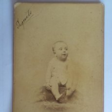 Fotografía antigua: ANTIGUA FOTOGRAFIA CARTON - BEBE SENTADO, AÑO 1888, FOTOGRAFO EDG. DEBAS, MEDIDAS 10,5 X 16,5 CM. Lote 59501459