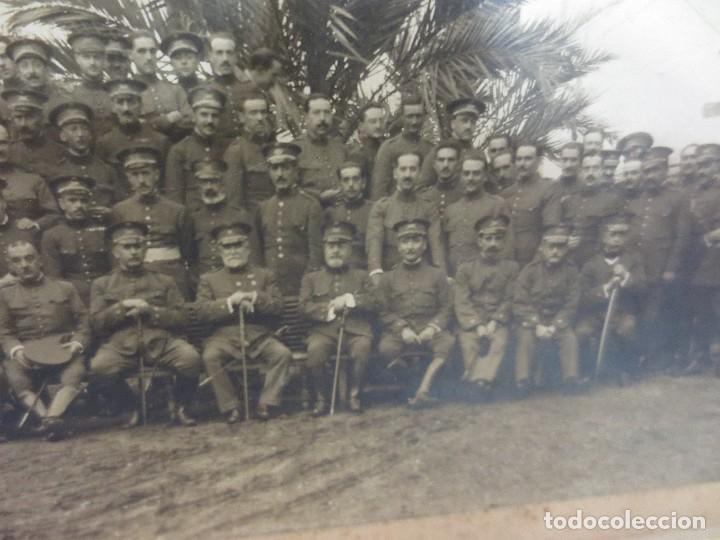 Fotografía antigua: FOTOGRAFÍA DE P.P. DEL XX MILITARES CON SUS MANDOS - Foto 2 - 76007059