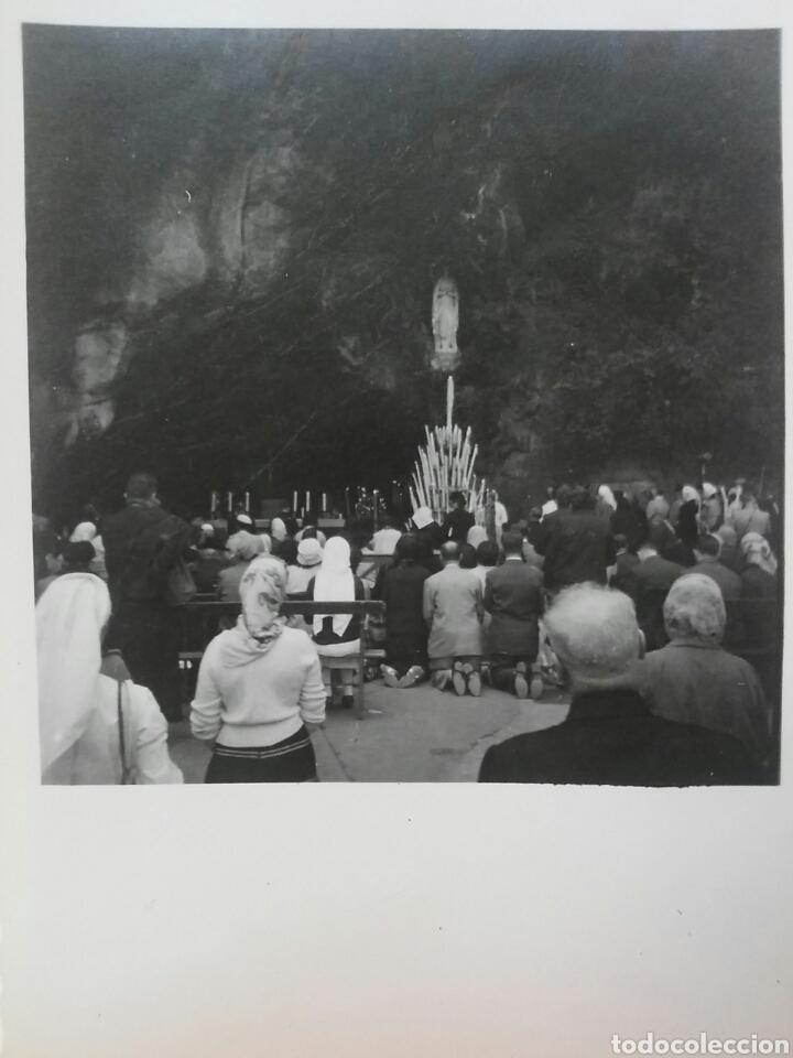 FOTOGRAFÍA DE LA CUEVA DE LOURDES CON SUS DEVOTOS (Fotografía Antigua - Albúmina)