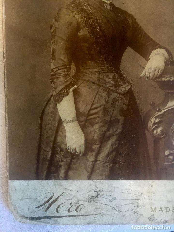 Fotografía antigua: Otero fotografia a doña Francisca Sanz de Puerta madrid retrato posando abanico - Foto 2 - 62366160