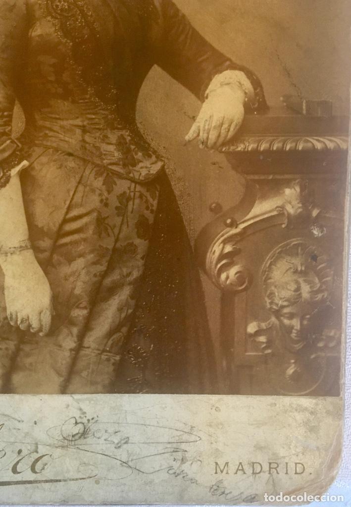 Fotografía antigua: Otero fotografia a doña Francisca Sanz de Puerta madrid retrato posando abanico - Foto 3 - 62366160