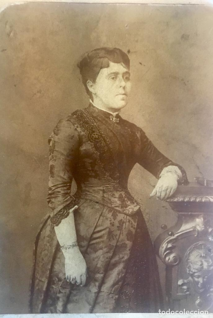 Fotografía antigua: Otero fotografia a doña Francisca Sanz de Puerta madrid retrato posando abanico - Foto 4 - 62366160