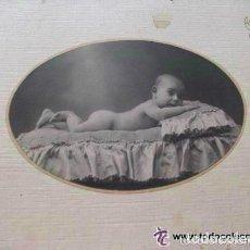 Fotografía antigua: FOTO DE ESTUDIO DE BEBÉ . DE ALFONSO ( CON LOGO) . MADRID, 1921....15 X 23 CM. Lote 66051254