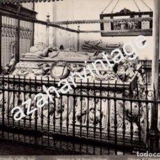 Fotografía antigua: GRANADA, SIGLO XIX, CAPILLA REAL, SEPULCRO DE LOS REYES CATOLICOSFOTO: LINARES.Nº 207, 234X174MM. Lote 66138154