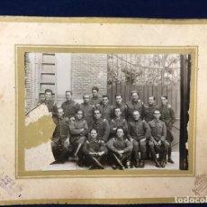 Fotografía antigua: FOTO CUERPO BOMBEROS MADRID POSANDO PPIOS S XX TEROL CASTRO PUGA 18,7X24CMS. Lote 66303154