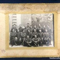 Fotografía antigua: FOTO CUERPO BOMBEROS MADRID POSANDO PPIOS S XX TEROL CASTRO PUGA 18,7X24CMS. Lote 66303546