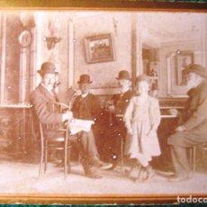Fotografía antigua: FOTOGRAFÍA DE 1899 DEL INTERIOR DE UN CAFÉ CDV. Lote 222739082