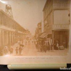 Fotografía antigua: FOTOGRAFÍA ANTIGUA DE LA CALLE DEL COMERCIO DE PORT SAID C 1890 DE ZANGAKI SOBRE HOJA DE ALBUM.. Lote 67264057