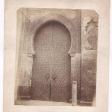 Fotografía antigua: CÓRDOBA, PUERTA DE LA CATEDRAL, 18,5X22CM. SOPORTE : 24X27 CM.. Lote 67372281