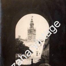 Fotografía antigua: SEVILLA, SIGLO XIX, MAGNIFICA ALBUMINA DEL PATIO BANDERAS, 120X168MM. Lote 67424937