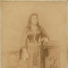 Fotografía antigua: FOTO CABINET. RETRATO DE DAMA DISFRAZADA CON CABELLERA SUELTA.CA.1895. FOT:ROGELIO LÓPEZ. BARCELONA.. Lote 67484105