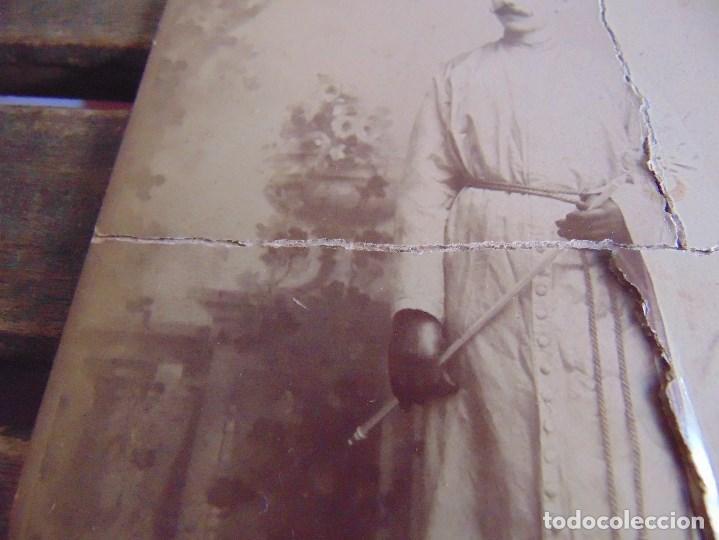 Fotografía antigua: FOTO FOTOGRAFIA M CASTILLO ALBUMINA DE LA SEMANA SANTA DE SEVILLA FINALES SIGLO XIX NAZARENO ROTO - Foto 3 - 68085705