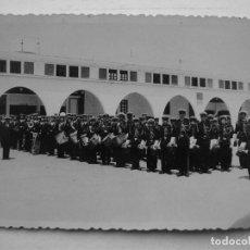 Fotografia antiga: PEQUEÑA FOTO BANDA DE MUSICA MILITAR - AÑOS 50 APROX, PROBABLEMENTE VALENCIA. Lote 68108249