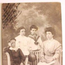 Fotografía antigua: FOTOGRAFIA RETRATO FAMILIAR 1902.. Lote 73048475