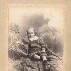 Fotografía antigua: FOTO DE NIÑO CON ARO SENTADO SOBRE ROCAS. CA.1890. FOT.: M. MATORRODONA. BARCELONA. Lote 73218607