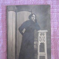Fotografía antigua: FOTOGRAFÍA DE ESTUDIO MUJER JOVEN. FRANCISCO AMER. SOBRE CARTÓN.. Lote 76999709