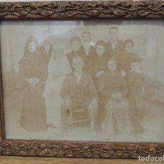 Fotografía antigua: FOTOGRAFIA FAMILIAR AÑO 1900 ENMARCADA. Lote 77584865