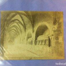 Fotografía antigua: SANTES CREUS, TARRAGONA. CLAUSTRO Y PANTEONES. TORRES FOTÓGRAFO. 17 X 23 CM.. Lote 77735757