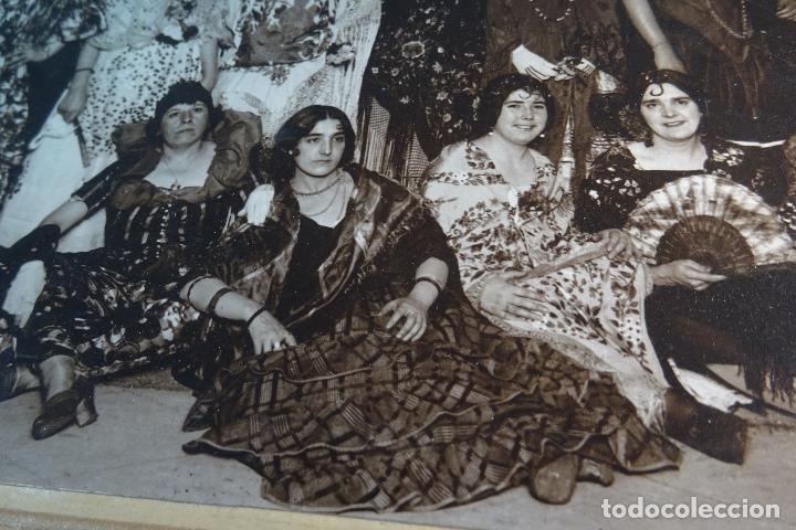 Fotografía antigua: GRAN FOTOGRAFÍA DE FIESTA DE DISFRACES O CARNAVAL - TRAJES CABARET, FLAMENCA, ETC.,ETC... - AÑOS 40 - Foto 3 - 80804027
