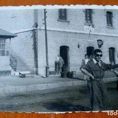 Fotografía antigua: ANTIGUA FOTOGRAFÍA. ESTACIÓN DE TREN. LAS MELLIZAS. CARACUEL. ALORA. MÁLAGA. FOTO AÑOS 40/50.. Lote 81185692