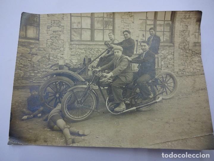 MAGNÍFICA FOTO ALBÚMINA MOTOCICLETA ALCYON MATRÍCULA DE MADRID. AÑOS 1920S. 17 X 12 CTMS. (Fotografía Antigua - Albúmina)