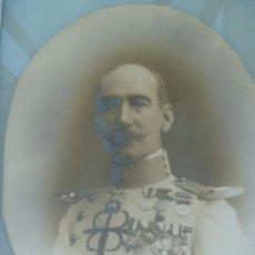 Fotografía antigua: IMPRESIONANTE FOTO DE MILITAR DE CABALLERIA CONDECORADO. FIRMADO KAULAK .. 31 X 40 CM. Lote 84371744