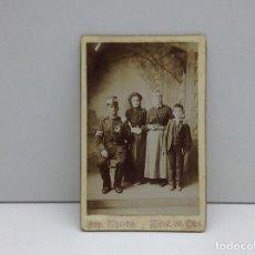Fotografía antigua: FOTOGRAFIA MILITAR CON FAMILIA FOTOGRAFO KHARBO OLOT . Lote 84593864