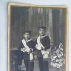 Fotografía antigua: FOTO COMUNION AÑOS 20 . NIÑOS MARINERITOS , LEPANTO : ISAAC PERAL Y CARLOS V. Lote 85289912