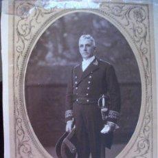 Fotografía antigua: REPUBLICA: GENERAL MEDICO DE LA ARMADA DE GALA CON ENTORCHADOS, BICORNIO Y ESPADIN . VALENCIA , 1933. Lote 36291129