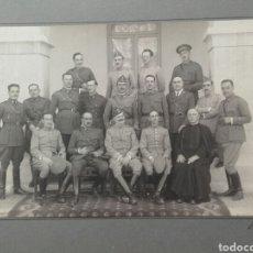 Fotografía antigua: MILITARES DE DISTINTAS ARMAS EN CURSOS DE PROMOCION,PRINCIPIOS DEL SIGLO XX .. Lote 85438103
