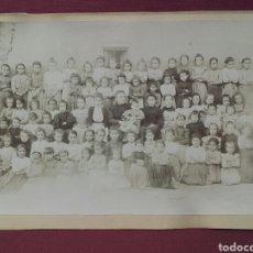Fotografía antigua: FOTO ANTIGUA DE COLEGIO DE NIÑAS CON SUS PROFESORAS. Lote 85447546