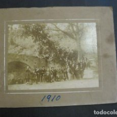 Fotografía antigua: GRUPO LA FRATERNITAT -LA BARCELONETA - FOTOGRAFIA ANTIGUA - 1915 - VER FOTOS -(V- 11.650). Lote 90349500