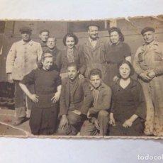 Fotografía antigua: ANTIGUA FOTO TRABAJADORES FERROCARRIL TREN. Lote 91614055