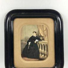 Fotografía antigua: FOTOGRAFÍA ILUMINADA, RETRATO DE SEÑORITA, 1860'S. PRECINTADO DE ORIGEN MARCO: 35X40CM FOTO: 17X21CM. Lote 94228370
