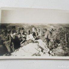 Fotografía antigua: ANTIGUA FOTOGRAFÍA- 5.5 X 8.8 CM. SOLDADOS.-SIN MÁS DATOS. Lote 96022459