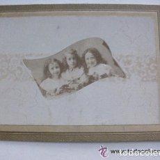 Fotografía antigua: FOTO DE ESTUDIO DE TRES HERMANAS, SIGLO XIX . DE DUARTE , AVILES ASTURIAS... 11,5 X 16,5 CM. Lote 96332919