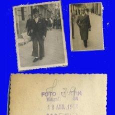 Fotografia antiga: 2 FOTOGRAFÍAS ANTIGUAS PASEANDO POR MADRID ABRIGO LARGO MUJER CARRO BEBE . Lote 98092735