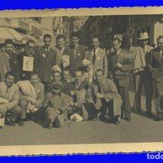 Fotografia antiga: ANTIGUA FOTOGRAFÍA GRUPO HINCHAS REAL MADRID. Lote 98546135