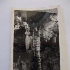 Fotografía antigua: FOTOGRAFIA ANTIGUA INTERIOR DE UNA CUEVA. ESTALACTITAS Y ESTALAGMITAS. TDKP12. Lote 98586431
