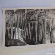 Fotografía antigua: FOTOGRAFIA ANTIGUA INTERIOR DE UNA CUEVA. ESTALACTITAS Y ESTALAGMITAS. TDKP12. Lote 98586451
