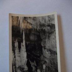 Fotografía antigua: FOTOGRAFIA ANTIGUA INTERIOR DE UNA CUEVA. ESTALACTITAS Y ESTALAGMITAS. TDKP12 . Lote 98587023
