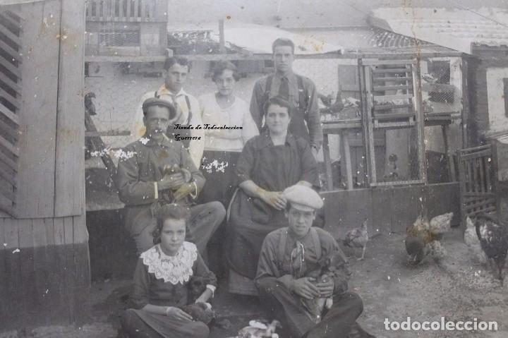 ANTIGUA FOTOGRAFIA FAMILIA DE GRANJEROS PALOMAS Y GALLINAS AÑOS 30 CARTAGENA MURCIA (Fotografía Antigua - Albúmina)