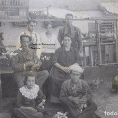 Fotografía antigua - ANTIGUA FOTOGRAFIA FAMILIA DE GRANJEROS PALOMAS Y GALLINAS AÑOS 30 CARTAGENA MURCIA - 101142831