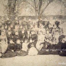 Fotografía antigua: ALBÚMINA GRUPO FEMENINO. FINALES S. XIX. 25,5 X 33,5 CM SOBRE CARTÓN. Lote 101678299
