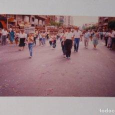 Fotografía antigua: FOTOGRAFIA DESFILE EN LOGROÑO. AÑOS 70-80. TDKP2. Lote 101923595