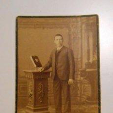 Fotografía antigua: ANTIGUA FOTOGRAFIA EN POSTAL CARTON. GRAN FOTOGRAFIA RETRATO DE F. MON. PUERTA DEL SOL MADRID. TDKP2. Lote 101980647