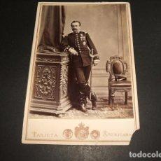 Fotografía antigua: RETRATO MILITAR CONDECORADO JOSE GARCIA AYOLA FOTOGRAFO GRANADA HACIA 1870 10 X 13 CMTS. Lote 102838883